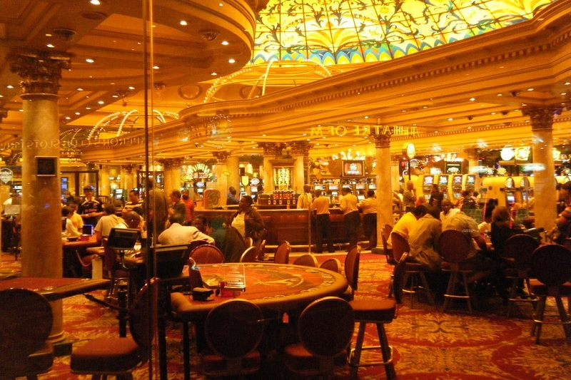 luxury casino 10 free spins mega moolah